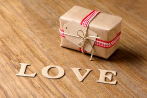 how to cast a love spell using a picture, how to attract a lover, rituals of love